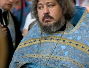 Священник протоиерей Сергий