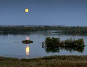 Восход Луны над Днепром