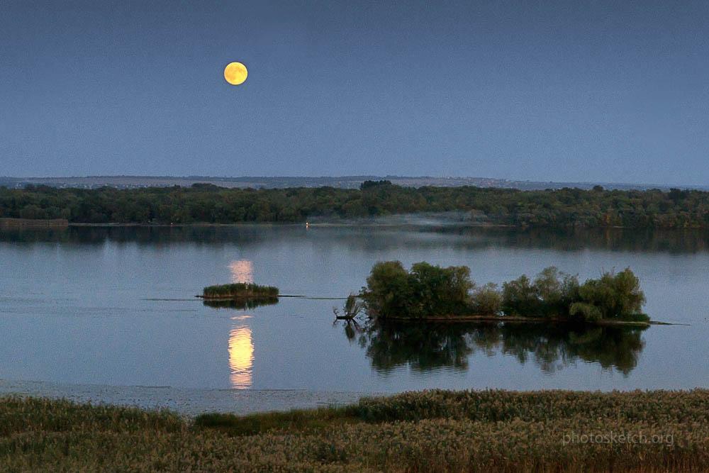 Фотографируем восход луны над Днепром.Крутояровское лесничество