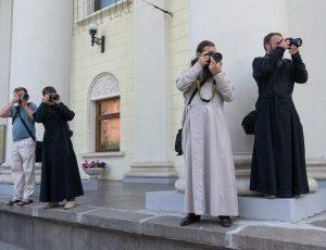 фотографы в рясах