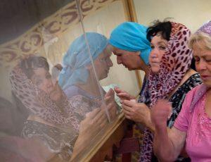 Поклониться копии туринской плащаницы