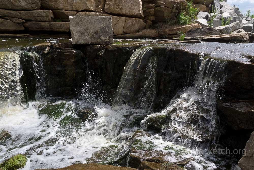 струи воды в водном каскаде у села Ивано-Анновка