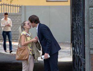 целуются на улице