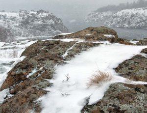 снег на скалах