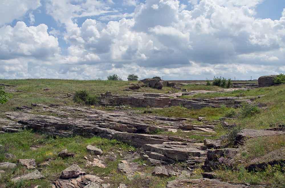 каменные следы бывшего древнего водопада