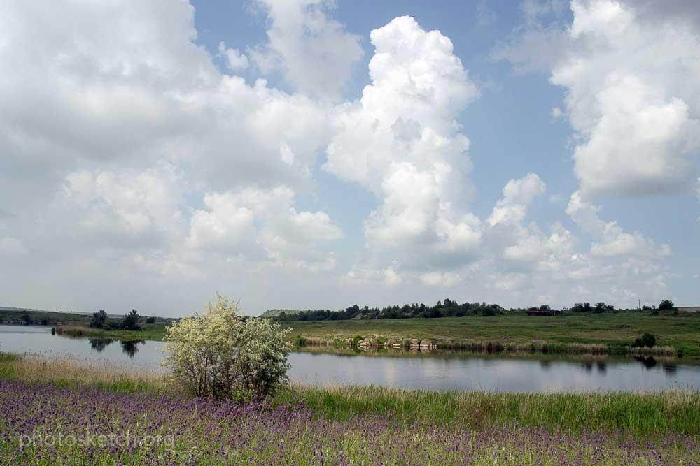сеть озер или ставков соединенных между собой небольшими ручейками,