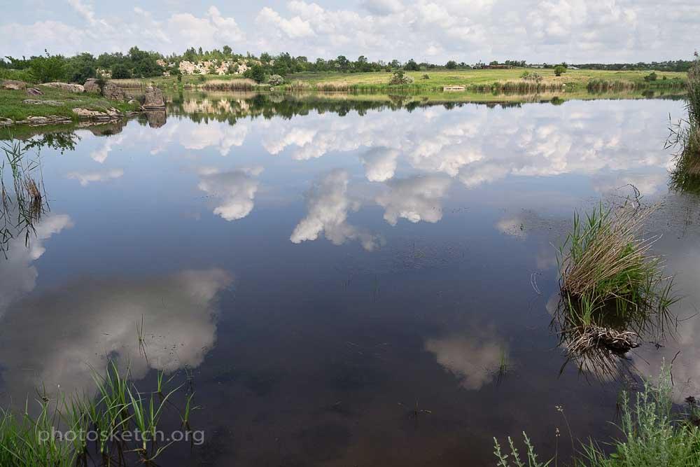 Река Московка вдоль которой мы идем, сегодня предста вляет собой скорее сеть озер или ставков соединенных между собой небольшими ручейками, чем реку в обычном значении этого слова