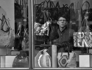 продавец сумок