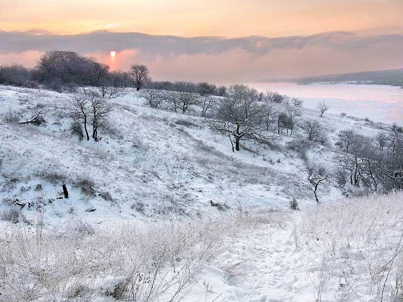 Winter sunrise over the Dnieper