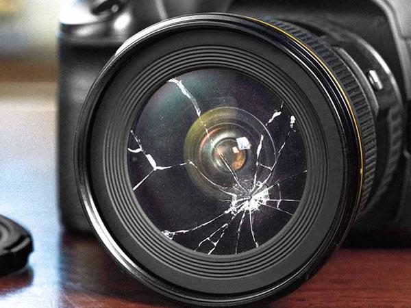 -Наиболее часто встречающаяся поломка это «уронили»: сломали фокусировочный блок, объектив, разбили монитор.