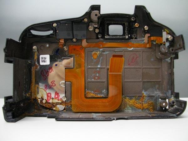 Почти невозможно восстановить цифровой фотоаппарат побывавший в воде, хотя варианты бывают